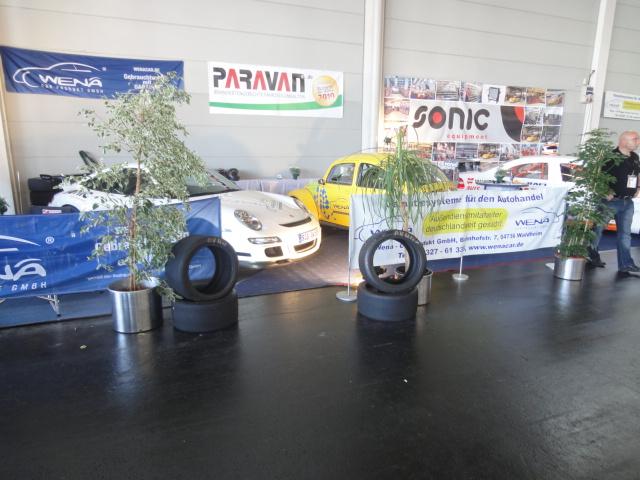 Vor dem Messestand der Wena-Car Produkt GmbH auf der Klassikwelt am Bodensee.